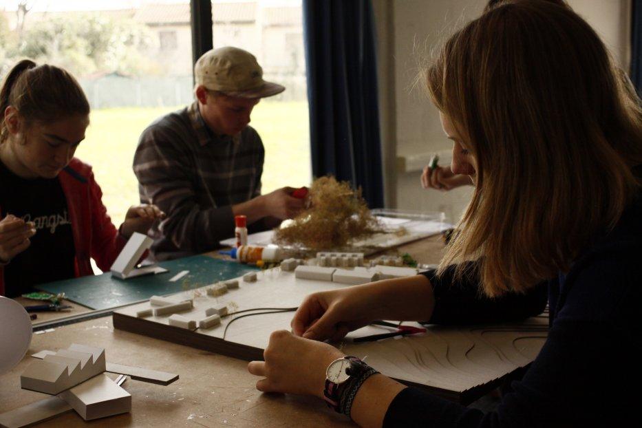 Etudiants : travail en atelier maquette