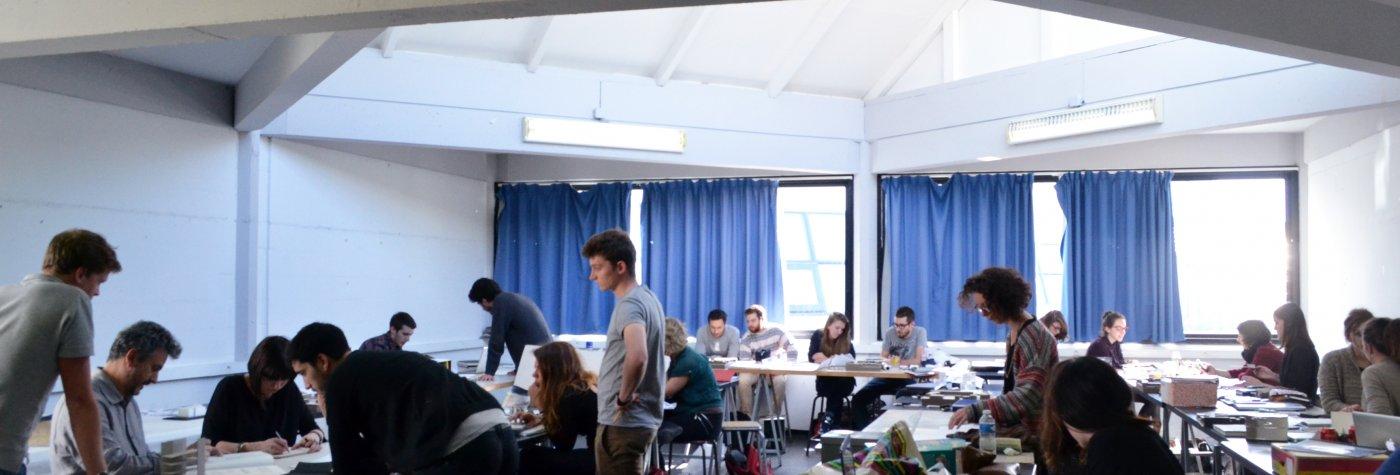 etudiants travail en atelier de projet